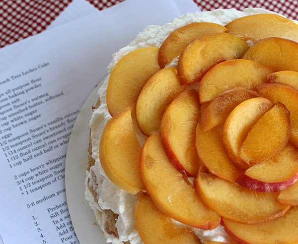 a cake layered with sliced peaches
